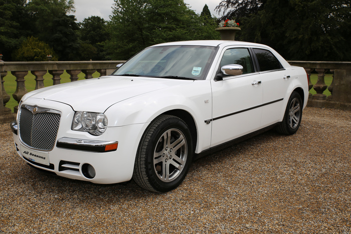 Chrysler 300 looks like a bentley 10